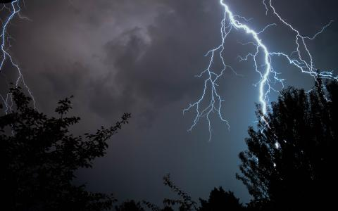 Image of lightening strike